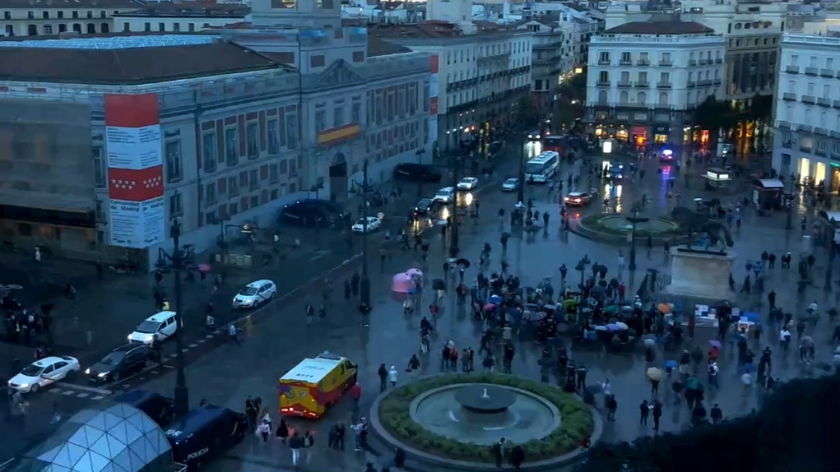 Los independentistas hacen el rid culo en madrid solo 50 for Puerta del sol 2017