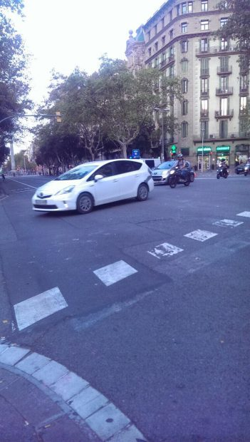 Cortes y accidentes en la Diagonal por la cera que dejaron los separatistas en su marcha pro sedición