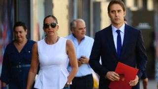 María José Claramunt junto al seleccionador español Julen Lopetegui. (AFP)