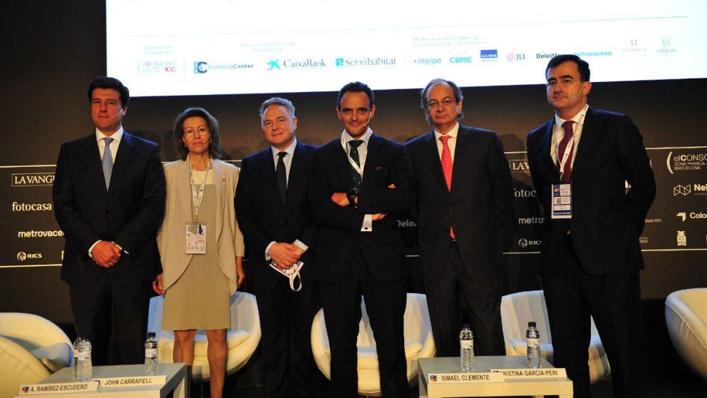 De izquierda a derecha, Ismael Clemente (Merlin Properties), Cristina García-Peri (Hispania-Azora), John Carrafiell (GreenOak), Adolfo Ramírez-Escudero (CBRE), Pere Viñolas (Colonial) y Alberto Valls (Deloitte) durante el Symposium Internacional de BMP 2017.
