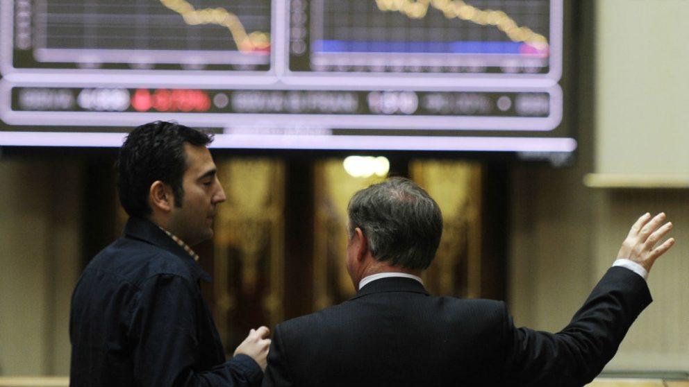 Personas en la Bolsa de Madrid.
