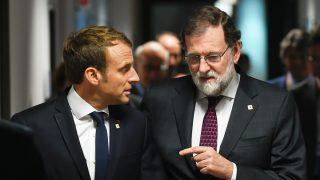 Emmanuel Macron y Mariano Rajoy. (Foto: AFP)