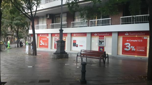 Fracasa la llamada a boicot a los bancos de anc y mnium for Oficinas banco santander en barcelona