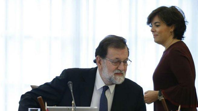 Soraya Sánenz de Santamaría y Mariano Rajoy en un Consejo de Ministros