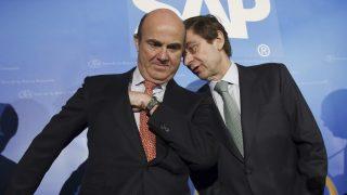 El ministro de EconomÌa, Luis de Guindos y el presidente de Bankia, José Ignacio Goirigolzarri, en el Foro de la Nueva Economía. (Foto: EFE)