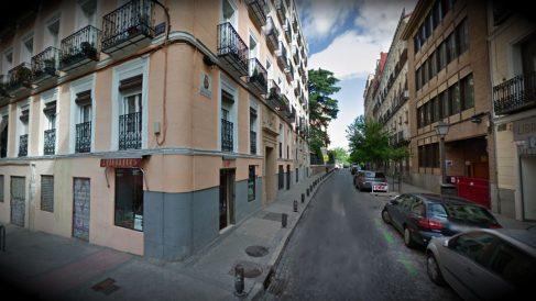 La pequeña calle San Buenaventura, junto a San Francisco el Grande, en Madrid.