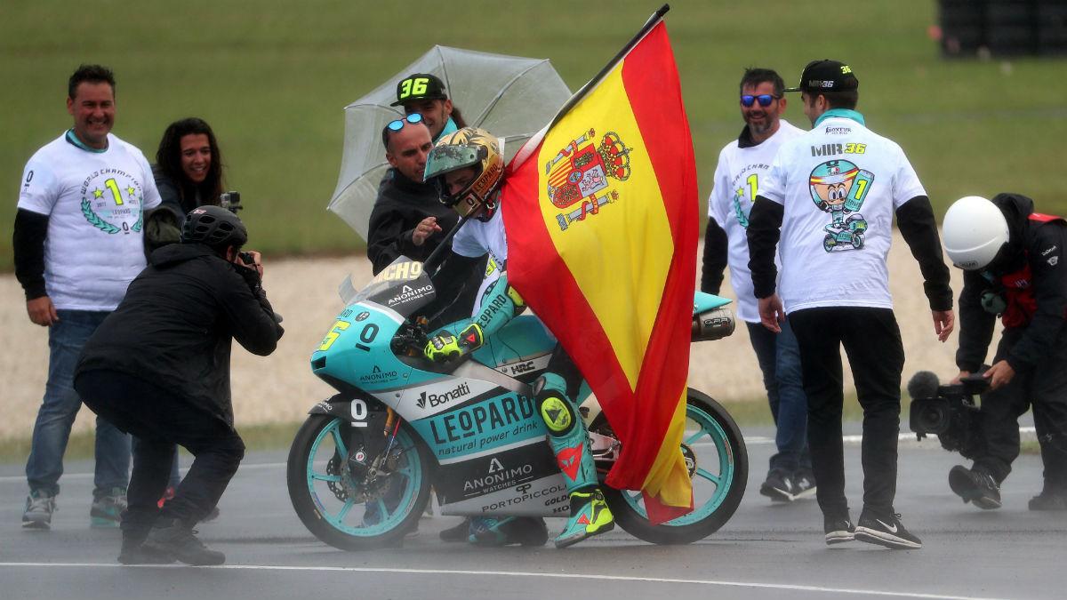 Joan Mir celebra el Mundial de Moto 3. (Getty)