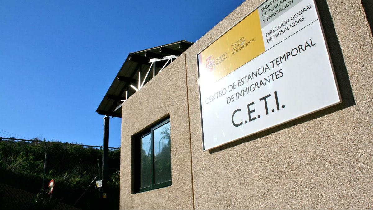 Entrada del Centro de Estancia Temporal de Inmigrantes (CETI) de Ceuta.