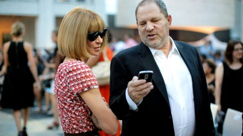 Harvey Weinstein y Anna Wintour charlando durante la Fashion's Night Out (Foto. Getty)