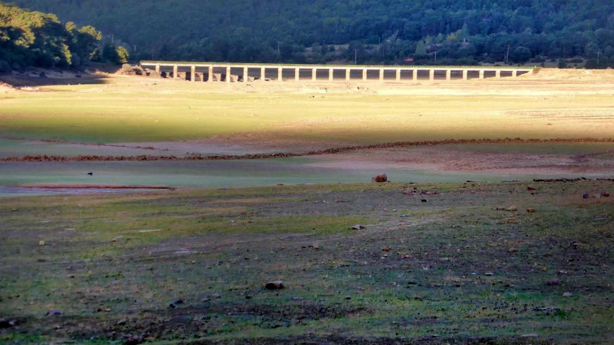 El embalse de la Cuerda del Pozo, en la cuenta del Duero a su paso por Vinuesa (Soria) está al 23% de su capacidad.