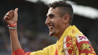 llias Fifa tras ser campeón de Europa de 5.000 metros. (AFP)