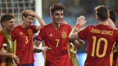 Los jugadores de España sub-17 celebran el gol de Ferrán Torres ante Mali. (Getty)