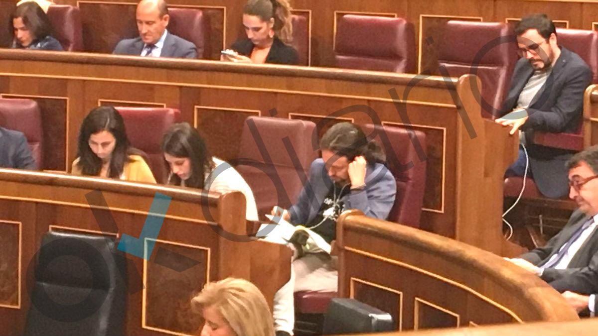 El secretario general de Podemos, Pablo Iglesias, en el Pleno de este miércoles en el Congreso (Foto: OKDIARIO)