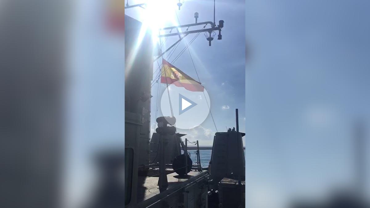 Los barcos de la Armada entran al son del 'Banderita' en Barcelona