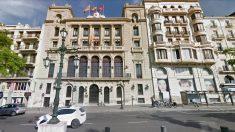 Fachada del Ayuntamiento de Lérida, todavía con una bandera española.