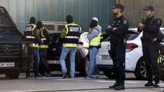 Policía en la incineradora de San Adrián (Barcelona)