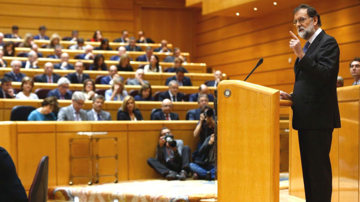 El presidente del Gobierno, Mariano Rajoy, solicitando al Senado la aplicación del artículo 155.