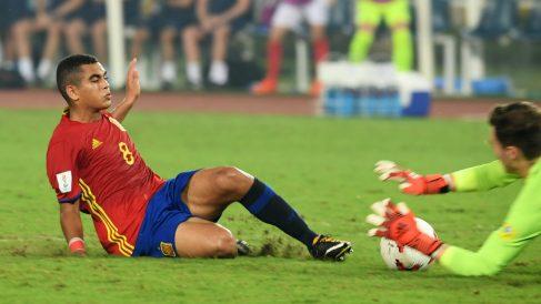 Moha en el suelo tras una ocasión fallada en la final. (AFP)