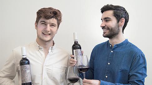 Tadeo Cortés y Taig Mac Carthy, creadores de Poet, el vino con té.