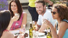 Tomar una cerveza puede mejorar tu habilidad para hablar lenguas extranjeras.
