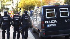 Agentes de la Policía Nacional durante una intervención. (Foto: Efe)
