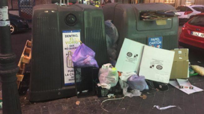 Los vecinos de Chamberí en «huelga de reciclaje» hasta que Carmena no limpie las calles