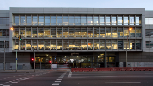Edificio de oficinas ubicado en la Plaza Les Glòries, Barcelona. (Foto:Hispania)