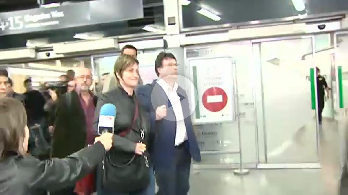 Los miembros de la Mesa del Parlament acusados de rebelión Joan Josep Nuet y Anna Simó, a su llegada a Madrid.