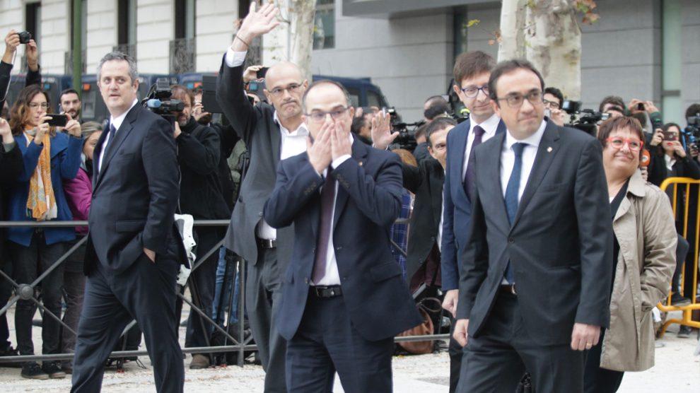 Raül Romeva, Jordi Turull y Josep Rull, a su llegada a los juzgados. (Foto: Francisco Toledo)