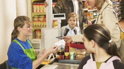 Jornada laboral en un supermercado (Foto. Istock)