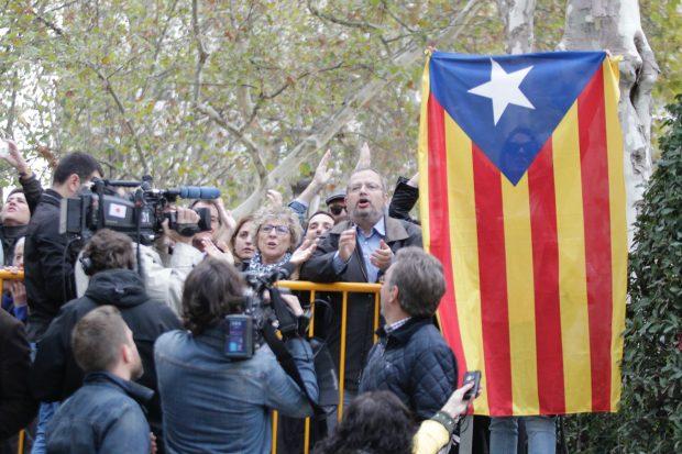 Independentistas apoyan a los golpistas frente a la Audiencia Nacional