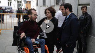 Varios dirigentes de Podemos han acudido a las cercanías del Tribunal Supremo para apoyar a los miembros de la Mesa del Parlament que han ido a declarar este jueves