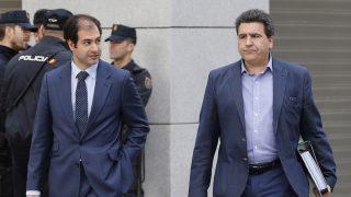 David Marjaliza, a la derecha, entrando en la Audiencia Nacional (Foto: Efe).