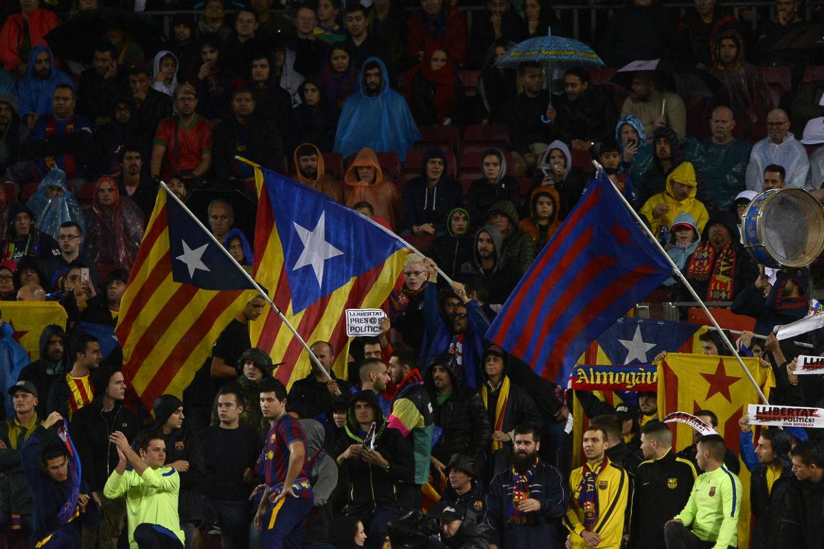 En el Camp Nou lucieron miles de esteladas. (AFP)