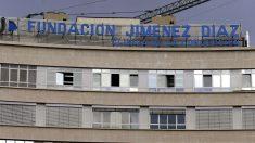 Vista de la fachada de la Fundación Jiménez Díaz de Madrid. (Foto: EFE)