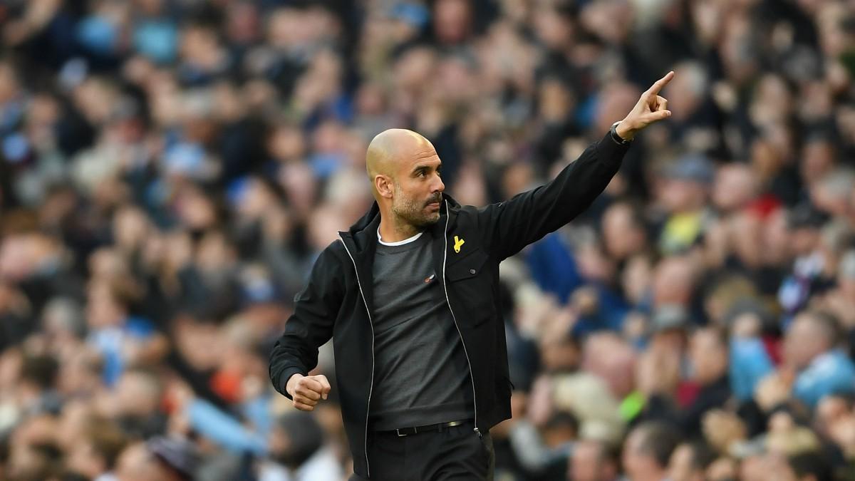 Guardiola, con el lazo amarillo, celebra la victoria. (Getty)