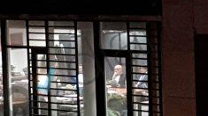 Carles Puigdemont con su abogado, Paul Bekaert, en Bruselas. (Foto: OKDIARIO)