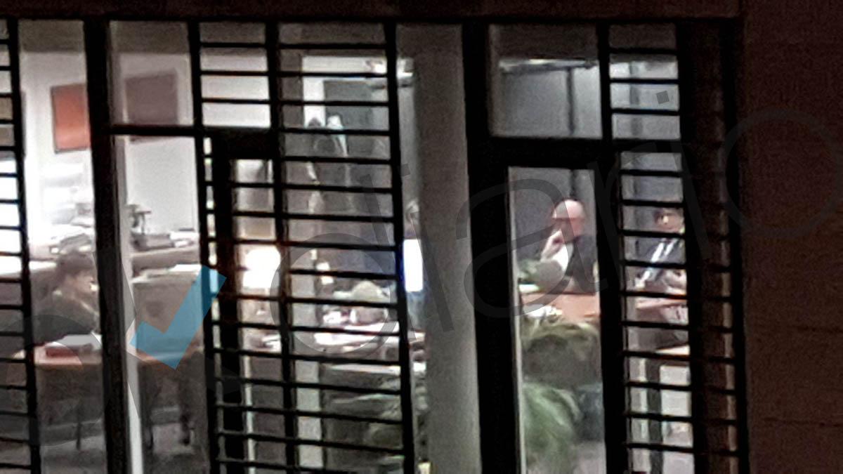 Carles Puigdemont con su abogado en Bruselas, el domingo.