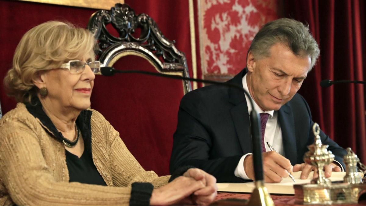 Manuela Carmena junto al presidente argentino Macri.