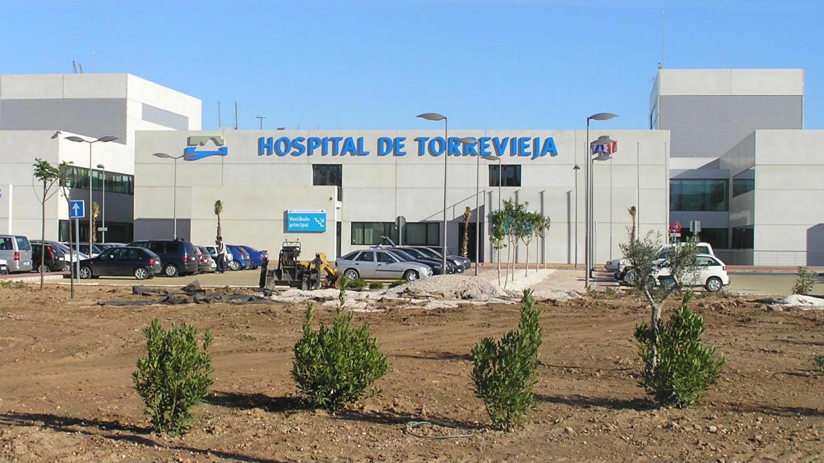 Fachada del Hospital de Torrevieja.