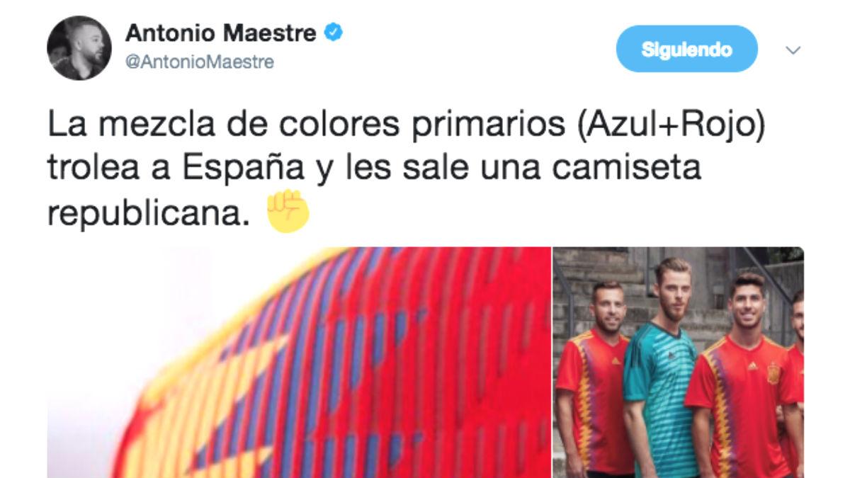 El tuit con el que el podemita Antonio Maestre celebra con el puño en alto la nueva «camiseta republicana» de la selección española