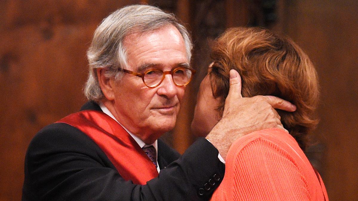 Xavier Trias da el relevo en el Ayuntamiento de Barcelona a Ada Colau. (Foto: AFP)