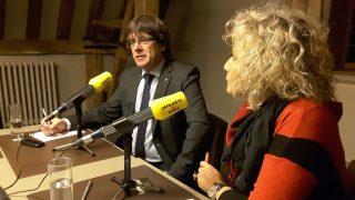 Mónica Terribas entrevista a Carles Puigdemont y los ex consellers fugados en Bruselas. (Foto: Catalunya Ràdio)
