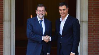 El presidente del Gobierno, Mariano Rajoy, y el secretario general del PSOE, Pedro Sánchez. (Foto: AFP)