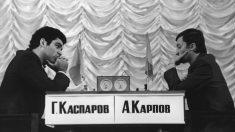 Gari Kasparov y Anatoli Karpov en 1985.