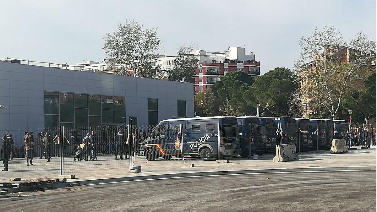 Unidades de Intervención Policial (UIP) en la estación del AVE en Gerona