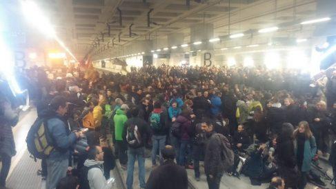 Independentistas cortan AVE en Gerona