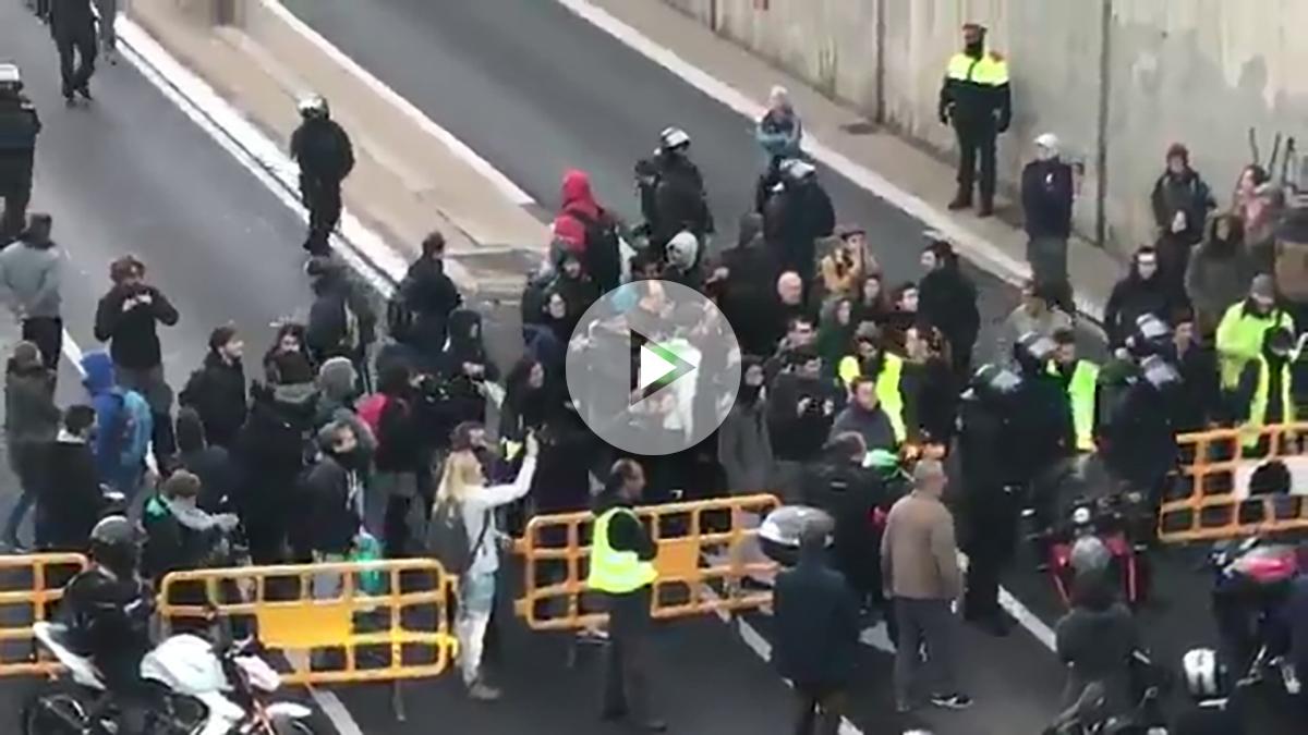 Los mossos ante los cortes de las carreteras el 8-N
