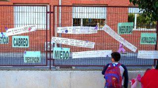 Colegio ante el que fue tiroteada la mujer (Foto: Efe).