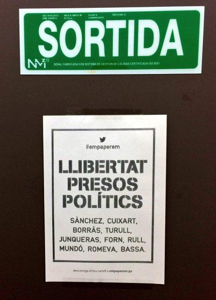 Empapelan los despachos de la Consejería de Justicia exigiendo la libertad de Mundó